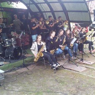 "23_Harald Bölk mit der Schülerbigband ""Big Brass"" aus Neuruppin.jpg"